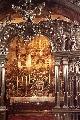 Алтарь со статуей Девы Марии с Младенцем Иисусом