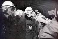 Кордоны полиции заблокировали около 2000 человек на Национальном бульваре (17 ноября 1989 г.)
