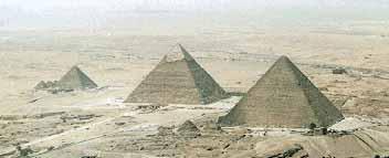 Комплекс пирамид в Гизе :  Менкаура, Хефрена , Хеопса
