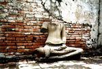 Развалины Аюттаи. Статуя Будды
