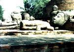 Развалины Аюттаи. Разбитые статуи