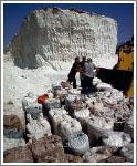 На соленом озере до сих пор идет добыча соли