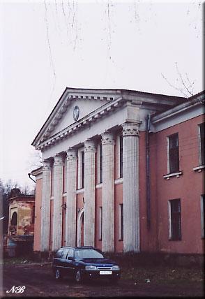 Усадьба Осташево. Здание 1950-х гг. на месте усадебного дома.