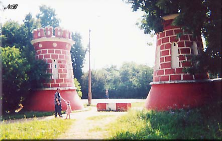 Усадьба Ярополец Гончаровых. Башни въездных ворот