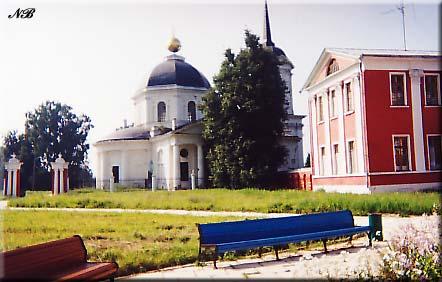 Усадьба Ярополец Гончаровых. Вид на церковь Иоанна Предтечи с парадного двора.