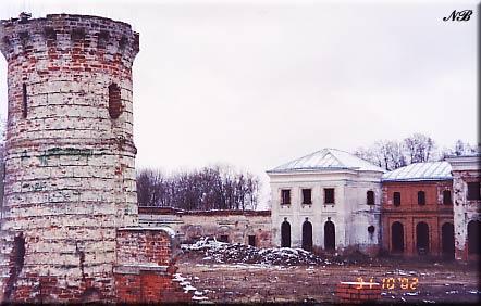 Усадьба Ярополец Чернышевых. Башня въездных ворот.